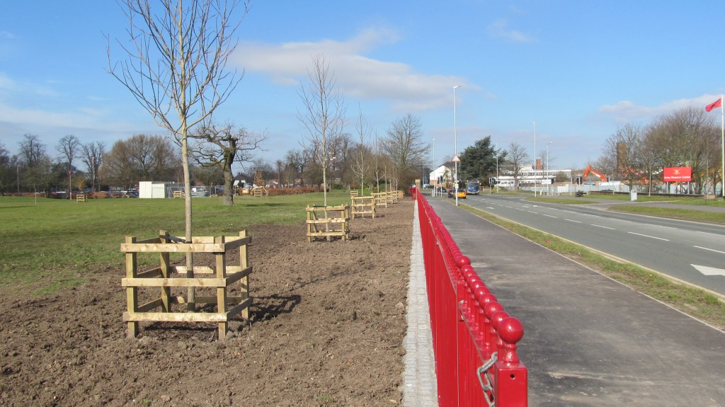 20160415 Works to Whitby Park perimeter, red railings